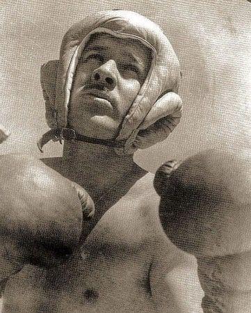 Pedro Infante boxing.