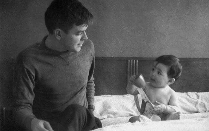 Che Guevara and his daughter Hilda Beatriz.