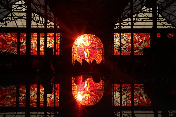 Currently, 71 stained glass windows are located in the Botanical Garden.